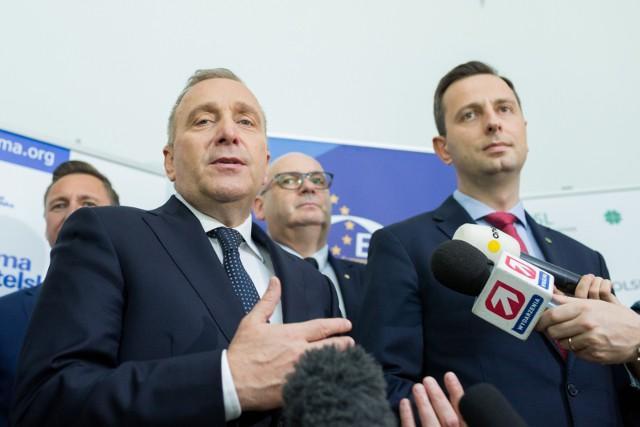 Choć Koalicja Obywatelska zdobyła najwięcej miejsc w parlamencie z partii opozycyjnych, to Polacy za lidera opozycji wcale nie uważają Grzegorza Schetynę.