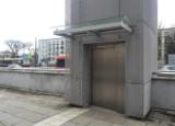Para bezdomnych zamieszkała w... windzie w przejściu podziemnym. Interwencja straży miejskiej na al. Piłsudskiego