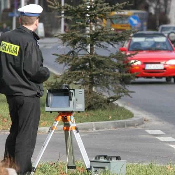 Fotoradar ustawiony wczoraj na ul. Dąbrowskiego w Rzeszowie to zaskoczył drogowych piratów