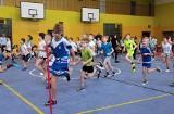 Dzieci cieszą się z wyremontowanej hali sportowej przy Szkole Podstawowej nr 20 w Grudziądzu [zdjęcia]