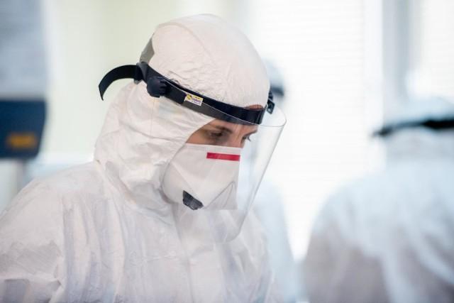 Wielkopolski Oddział Wojewódzki Narodowego Funduszu Zdrowia podsumował, jak wyglądała opieka nad zakażonymi koronawirusem na terenie województwa wielkopolskiego od początku pandemii.