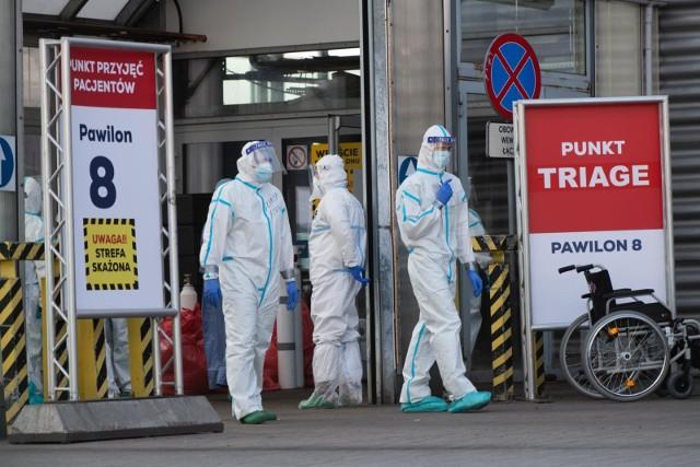 W ciągu ostatniej doby odnotowano 595 zgonów osób z koronawirusem