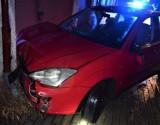 Wypadek w Tczewie! 6.10.2021 r. Pijany kierowca z zakazem kierowania spowodował dwie kolizje i uderzył w budynek. Pasażer trafił do szpitala