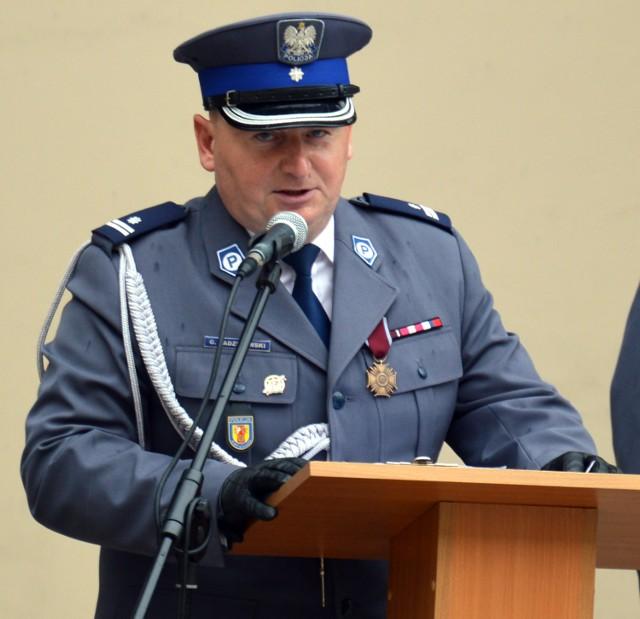 Grzegorz Radzikowski, komendant powiatowy policji w Łowiczu po tym, jak nasza redakcja zainteresowała się tematem służb ponadnormatywnych, zmienił zapis budzący emocje wśród części mundurowych