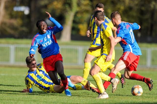Dobiegły końca zmagania w pierwszej części sezonu 4 ligi. W ostatniej, 15. kolejce szczególnie mocno błysnęły Polonia Nysa, Agroplon Głuszyna i Małapanew Ozimek.