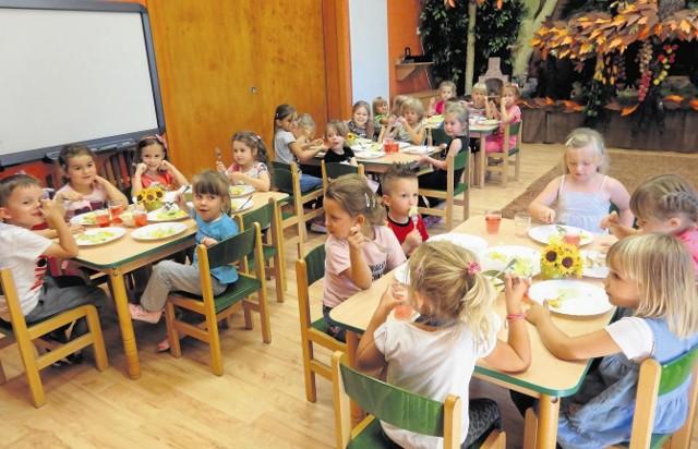 Dzieci z Przedszkola nr 8 w Poznaniu się nie nudzą, ale rodzicom szkoda dodatkowych zajęć