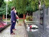 W rocznicę wybuchu wojny światowej władze Stalowej Woli złożyły wieńce w miejscach pamięci [ZDJĘCIA]