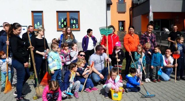 Przedszkolaki Z Tenczynka Robiły Wiosenne Porządki W Swoim