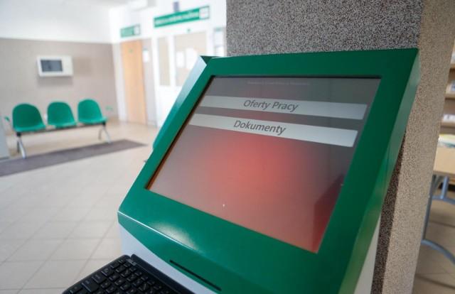 Zezwolenia na pracę będą mogli otrzymać cudzoziemcy przebywający w kraju na podstawie wiz Schengen lub krajowych wydanych w celu przyjazdu ze względów humanitarnych.