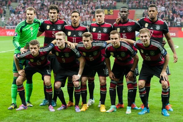 [sc]Niemcy Szwecja na żywo![/sc]23 czerwca, o godz. 20, na stadionie w Soczi, Niemcy zmierzą się ze Szwecją. Od godz. 19.30 zaczniemy na naszej stronie transmisję na żywo meczu Niemcy - Szwecja. Ale już teraz będą tu pojawiać się informacje dotyczące tego spotkania. Nie zapomnijcie odświeżać naszej strony!