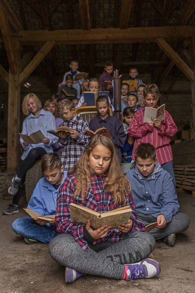 Klasa 6 b ze Szkoły Podstawowej w Krzeszycach razem z wychowawczynią Aleksandrą Zawadzką zebrali najwięcej głosów, spośród wszystkich uczestników plebiscytu, we wszystkich kategoriach - aż 37.245!