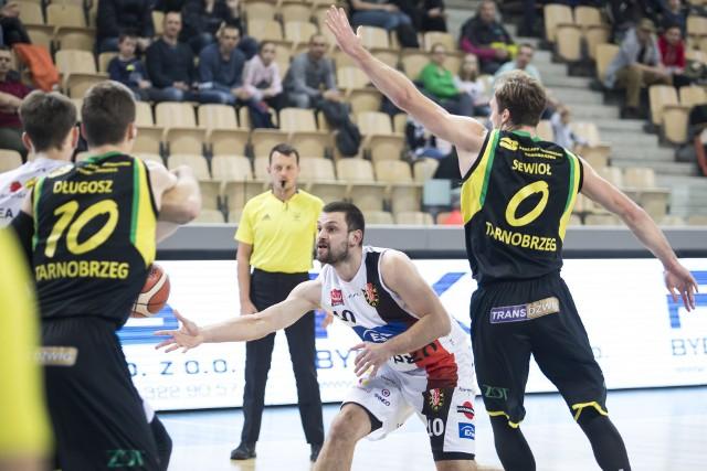 Przed koszykarzami Siarki Tarnobrzeg trudne zadanie - muszą wygrać w Prudniku, jeśli chcą się jeszcze liczyć w walce o awans do play off