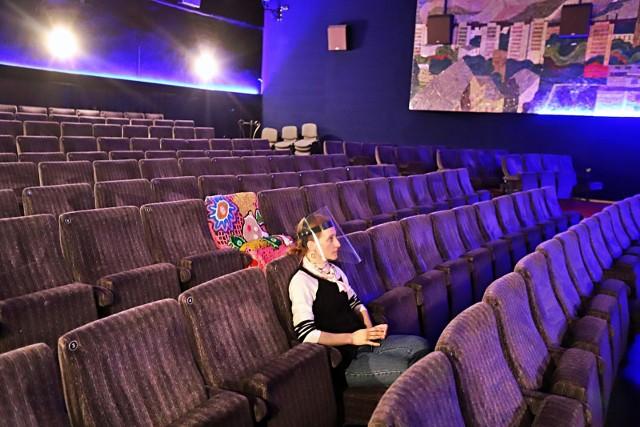 M.in. z powodu warunkowego zniesienia ograniczeń, największe sieci kin Helios, Multikino i Cinema City już zapowiedziały, że nie zaproszą widzów.