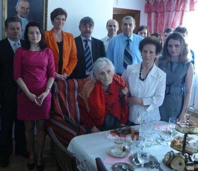 Pani Stanisława z rodziną i gośćmi.