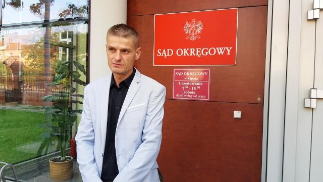 Składanie zeznań bardzo wiele mnie kosztuje, jestem na tabletkach uspokajających - mówił Tomasz Komenda przed sądem w Opolu.