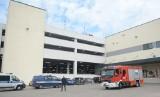 Wypadek na parkingu Galerii Słonecznej w Radomiu. Motocyklista uderzył w ścianę i wypadł z ostatniego piętra parkingu na chodnik!