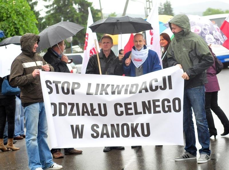 """Protest w Sanoku. W obronie oddziału celnego zablokowali krajową """"28"""""""