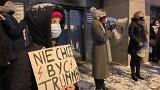 Strajk kobiet w Białymstoku przed siedzibą PiS. Manifestacja po opublikowaniu wyroku Trybunału Konstytucyjnego w sprawie aborcji (zdjęcia)