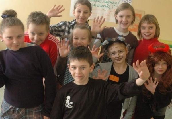 Bazą uczestników półkolonii jest internat OHP w Oleśnie.