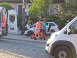 Wypadek w Gdańsku. Samochód wypadł z jezdni i uderzył w przystanek i słup energetyczny na gdańskiej Przeróbce 11.06.2021