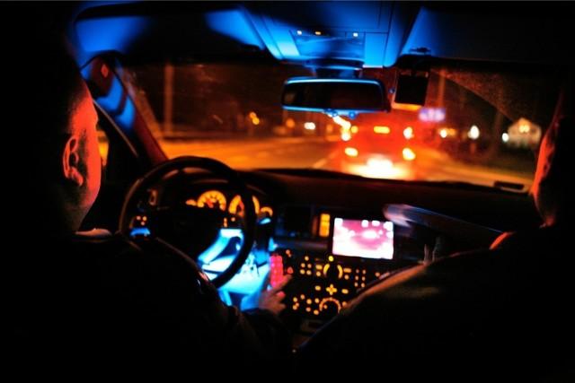 Sceny niczym z filmu gangsterskiego rozegrały się w nocy z czwartku na piątek na Drodze Krajowej 83 między Sieradzem a Wartą
