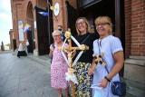 Pielgrzymka kobiet do Piekar w czasie pandemii. Bazylika piekarska pełna wiernych