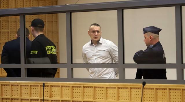 Proces odwoławczy czterech oskarżonych w sprawie słynnego skoku stulecia miał zacząć się we wtorek, 13 marca, w Sądzie Apelacyjnym w Łodzi. Nie zaczął, ponieważ sąd zapewne poczeka na ekstradycję z Ukrainy zatrzymanego tam Grzegorza Ł., uważanego za pomysłodawcę głośnego napadu. KORONA KRÓLÓW. Sprawdź, co się wydarzy w kolejnym odcinkuDiagnoza sezon 2. Sprawdź, co stanie się w następnym odcinku!Waloryzacja rent i emerytur w 2018 roku