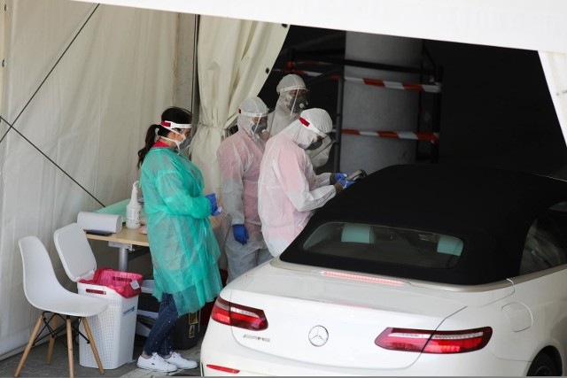 Koronawirus w regionie wciąż w natarciu. W czwartek, 13 sierpnia, Ministerstwo Zdrowia poinformowało o kolejnych przypadkach w Polsce i w regionie.CZYTAJ DALEJ NA NASTĘPNYM SLAJDZIE