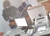 Kto rozpozna rozbójnika, który obrabował agencję bankową w Grudziądzu?