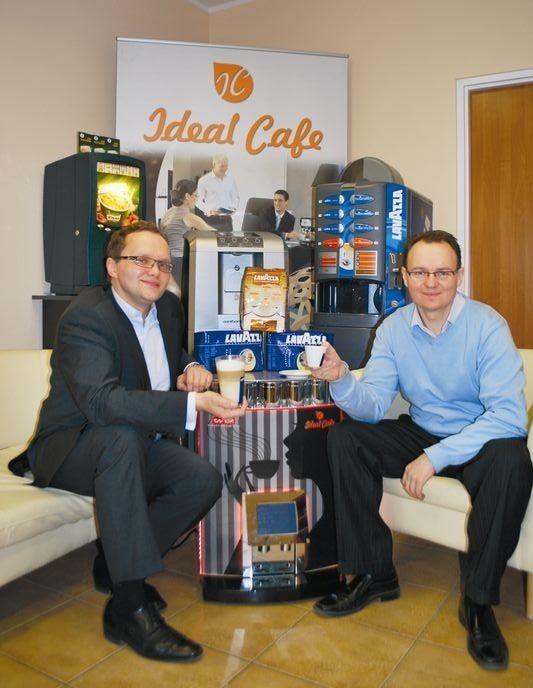 Dlaczego weszliśmy w ten biznes? Może z zamiłowania do kawy! – mówią Andrzej Nartowicz (z lewej) i Piotr Dubieniecki z IdealGroup