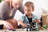 Opieka nad dzieckiem w 2020 roku. Jakie są zasady przyznawania urlopu na opiekę nad dzieckiem. Ile dni wolnych przysługuje na opiekę