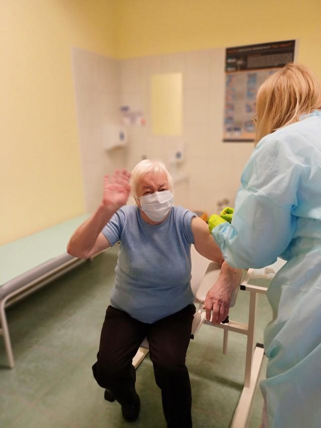 Daniela Czarnota była pierwszą seniorką zaszczepioną w punkcie w Bęble