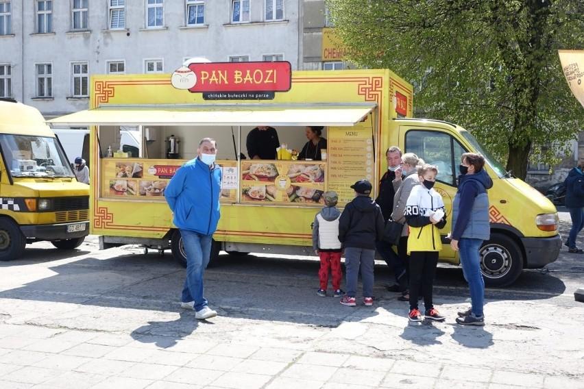 W Lesznie trwa V Festiwal Smaków Food Trucków....