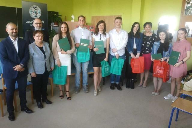 Uczniowie wyróżnieni nagrodą Burmistrza Gogolina.