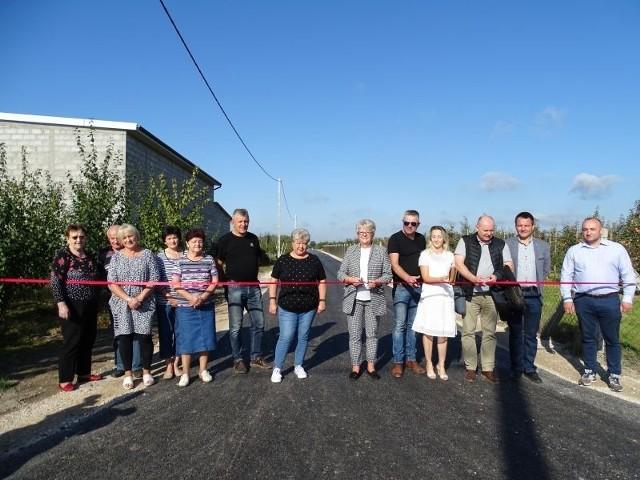 Podczas oficjalnego otwarcia drogi obecni byli przedstawiciele Urzędu Gminy w Belsku Dużym, a także mieszkańcy Rębowoli.