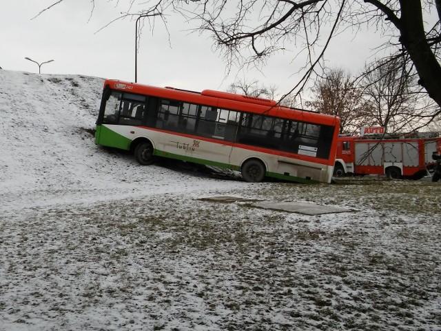 Wypadek autobusu na ul. Doświadczalnej na Felinie