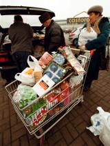 Zakupy 20 lat temu. Pamiętacie lata 2002-2006? Pierwsze hipermarkety w Polsce. Wielkie zakupy raz na tydzień. Zdjęcia sklepów, pasaży, ceny