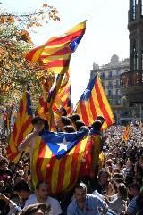 Katalonia chce dialogu. Hiszpania stawia ultimatum i grozi odebraniem jej autonomii