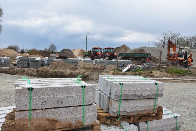 Jakie jest aktualne zaawansowanie prac na budowie ronda w Szubinie? Zobacz