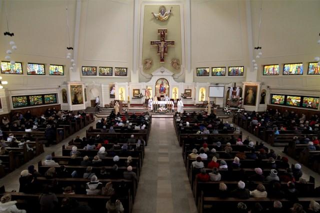 Transmisje mszy świętych w Internecie. Zobacz mszę online.