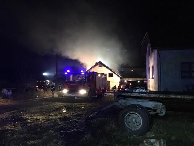 W środę, po godz. 16.30, w miejscowości Ożary Wielkie doszło do pożaru. Zapaliła się stodoło-obora.