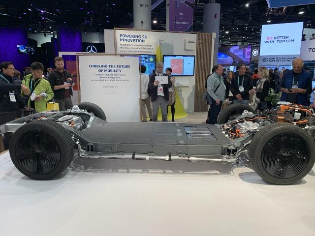 Samochód-deskorolka startupu Canoo z Los Angeles, który wykorzystał do tworzenia tego podwozia platformę 3DEXPERIENCE