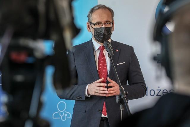 Minister zdrowia Adam Niedzielski podczas konferencji prasowej ogłosił przedłużenie lockdownu i restrykcji koronawirusowych