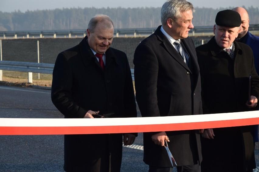 Inwestycja obejmowała budowę dwóch jezdni po 2 pasy ruchu w...