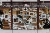 Instalacja artystyczna w oknie rodzinnego salonu optycznego przy ul. Dąbrowskiego w Rzeszowie