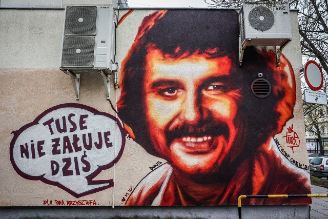 Mural z Krzysztofem Krawczykiem we Wrzeszczu przy ul. Partyzantów