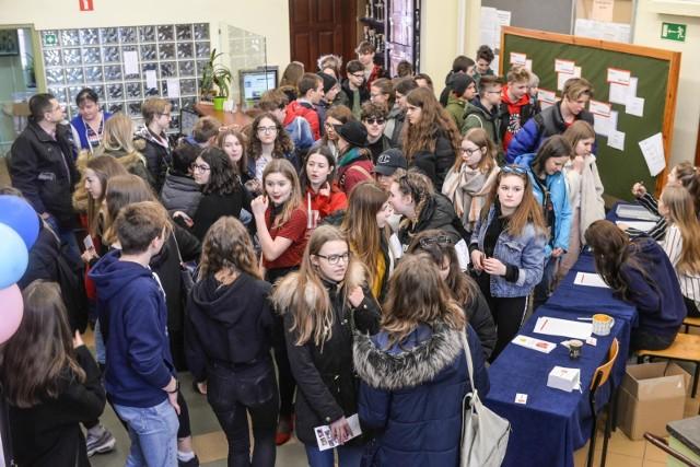 Dzień otwarty II LO w Gdańsku. W czwartek 21.03.2019 r. II Liceum Ogólnokształcące zaprezentowało swoją ofertę ósmoklasistom i gimnazjalistom