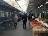 Poznań: Rynek na Świcie otwarty, choć kupujących jest dużo mniej