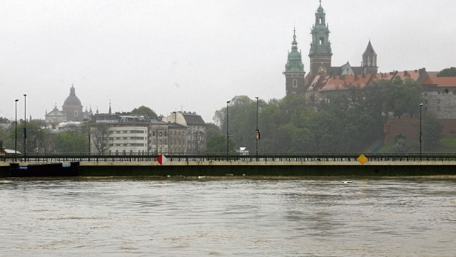 W maju 2010 r. poziom wody na Wiśle w Krakowie był wyższy niż podczas tzw. powodzi tysiąclecia w 1997 roku.