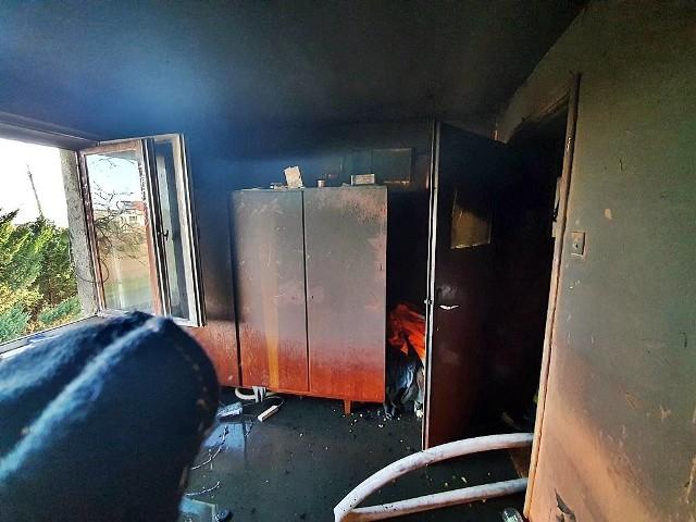 Wnętrze mieszkania uległo spaleniu
